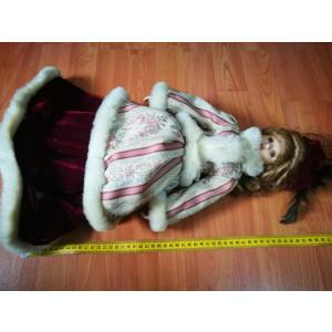 Papusa portelan frumos imbracata. 50cm