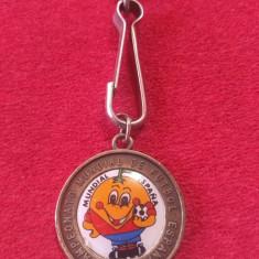 Breloc metalic fotbal (vechi) - SPANIA 1982 (Campionatul Mondial)