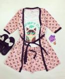 Cumpara ieftin Set pijama dama 3 piese alcatuit din maieu + pantaloni scurti + halat roz cu imprimeu GC