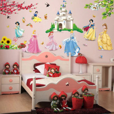 Sticker copii STICKERE DECORATIVE de perete cu PRINTESE Disney la castel IEFTINE foto