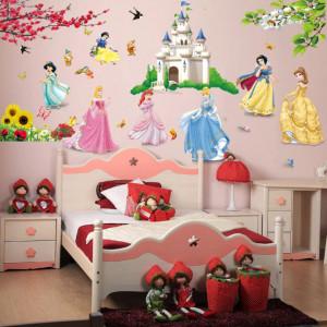 Sticker copii STICKERE DECORATIVE de perete cu PRINTESE Disney la castel IEFTINE