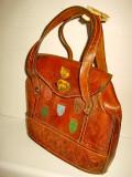 4865-Geanta veche Dama Italia cu blazoane si heraldice din piele groasa.