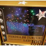 Instalatie turturi de exterior cu 100 led-uri cu lumina multicolora si efect de flash interconectabila