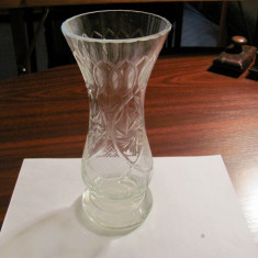 CY - Vaza sticla / cristal veche deosebita groasa in carne H = 23 cm / D = 10 cm