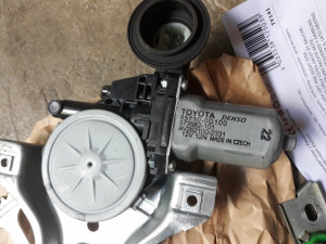 Macara electrica usa fata dreapta Toyota Yaris