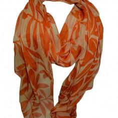 Esarfa alba cu imprimeu portocaliu, realizata din material fin