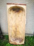 Covata de lemn veche, dimensiuni mari.