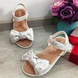 Cumpara ieftin Sandale albe argintii elegante cu fundita pt fete / talpa moale 25 26 27 29
