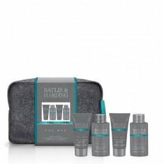 Set cadou Skin Spa Men's Wash Bag: Gel pentru corp si par, 100ml + Gel de dus, 50ml + Gel pentru curatarea fetei, 50ml + Aftershave Balsam, 100ml