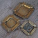 LOT 3 SCRUMIERE VECHI DIN BRONZ - PE MARIMI - 1 ,5 KG GRUTATE