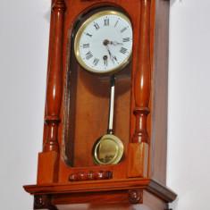 Ceas de perete cu pendula Victoria