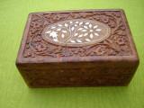 Superba cutie sculptata in lemn exotic cu intarsii