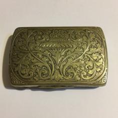 Cutie veche de argint 830 (aprox. 1910) 53 gr., Anglia, model superb pe capac!