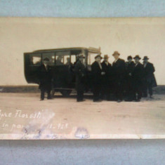 FOTOGRAFIE DE GRUP REALIZATA IN ANII '20, IN DRUM SPRE FLORESTI