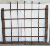 Gratii fier forjat , grilaj vechi de fereastra mediavala cu arcada circa 1800