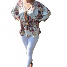 Bluza casual Georgiana ,imprimeu flower,motive mini-rose pe fond alb