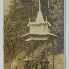 TUSNAD - FANTANA MIKES , FOTOGRAFIE DE GRUP TIP CARTE POSTALA , ATELIER ADLER , TUSNAD , MONOCROMA , CIRCULATA , DATATA 1925