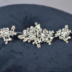 Diadema Argintie model reglabil cu floricele, pietre si perle