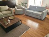Două canapele fixe și un fotoliu