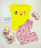 Pijama dama ieftina primavara-vara cu tricou galben si pantaloni lungi roz cu imprimeu Sleep
