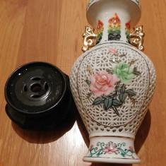 Vaza chinezeasca din portelan; perforata, vintage