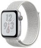 Smartwatch Apple Watch 4 Nike Plus, 40mm, LTPO OLED Retina Display, GPS, Bluetooth, Wi-Fi, Bratara Sport Loop Alba, Carcasa aluminiu, Rezistent la apa