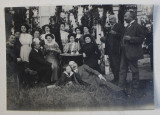 FOTOGRAFIE DE GRUP LA BANEASA , MONOCROMA, DATATA PE VERSO 1910