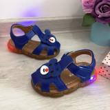 Cumpara ieftin Sandale albastre cu lumini LED si ursulet pt baieti / fete 19 21 23