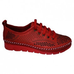 Pantof cu talpa joasa si perforatii nuanta de rosu