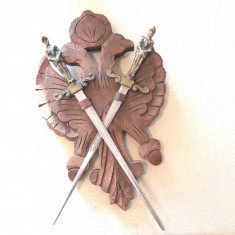 Panoplie veche miniauala franceza,cu blazon si doua sabii incrucisate