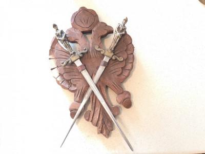 Panoplie veche miniauala franceza,cu blazon si doua sabii incrucisate foto