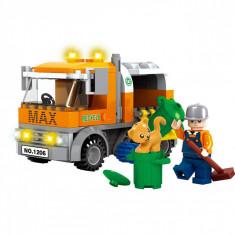 Set cuburi Lego,actual investing, model masina de gunoi, 167 piese + 2 figurine