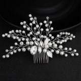 Accesoriu de par handmade, decorat cu perle si cristale