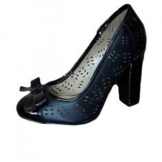 Pantof in tendinte, nuanta de negru, toc gros, fundita chic