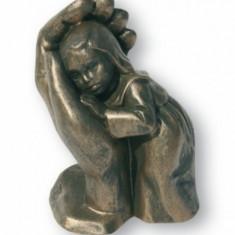 "Statueta ""Fetita ocrotita"""