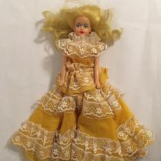 Papusa tip Barbi facuta de Aradeanca in anii 80, de cauciuc, 30cm (papusa Geta)