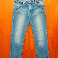Blugi Armani Jeans. Marime 31: 87 cm talie, 108 cm lungime,82.5 cm crac interior