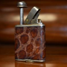 ODORETTE  Parfumiera cu pulverizator - metal cu piele de sarpe - interbelica