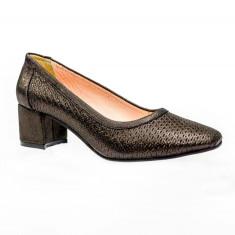 Pantof clasic cu toc mic si varf usor patrat, de culoare negru lucios