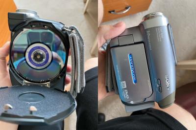 Sony Handycam DCR-DVD403 + geanta + 2 acumulatori + DVD-uri foto