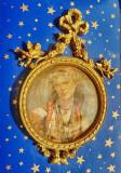 C358-Aplica Tanara in costum popular calamina plastefiata. Marimi: 19/13.5 cm.