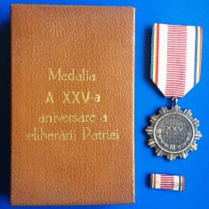 MEDALIA  A  XXV-A  ANIVERSARE A ELIBERARII PATRIEI  + BREVET