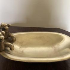 Scrumiera veche englezeasca in forma de vana cu robineti,din bronz