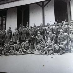 Carte postala,fotografie veche militari in tinuta de razboi,MOBILIZARE,T.GRATUIT