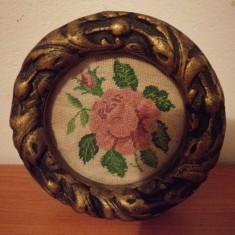Goblen miniatura, pas mic, rama Blondel, sticla protectie diametru 11.5 cm
