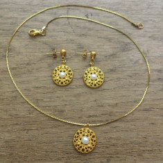 Set cercei si colier - metal aurit si perle de cultura
