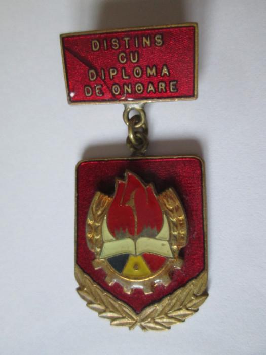Insigna pionier distins cu diploma de onoare