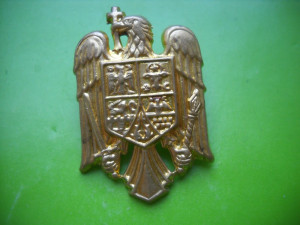 HOPCT ROMANIA CUC EMBLEMA MILITARA [ 1 ] D=35 MM -POST DECEMBRISTA