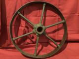 Design / Decor / Vintage - Veche roata din metal pentru utilaje agricole !