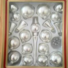 Lot globuri vechi de sticla, argintii, decor Craciun anii 70-80, Germania (RFG)